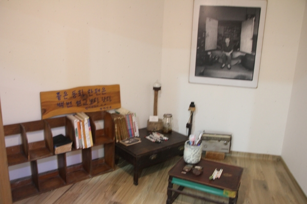 권정생동화나라에 재현해놓은 권정생 선생의 방